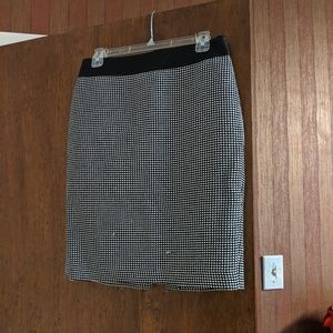 Size 6 Ann Taylor pencil skirt black and white